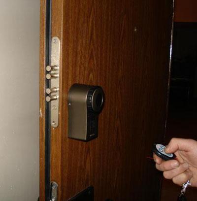 Дверной замок с электронным ключом